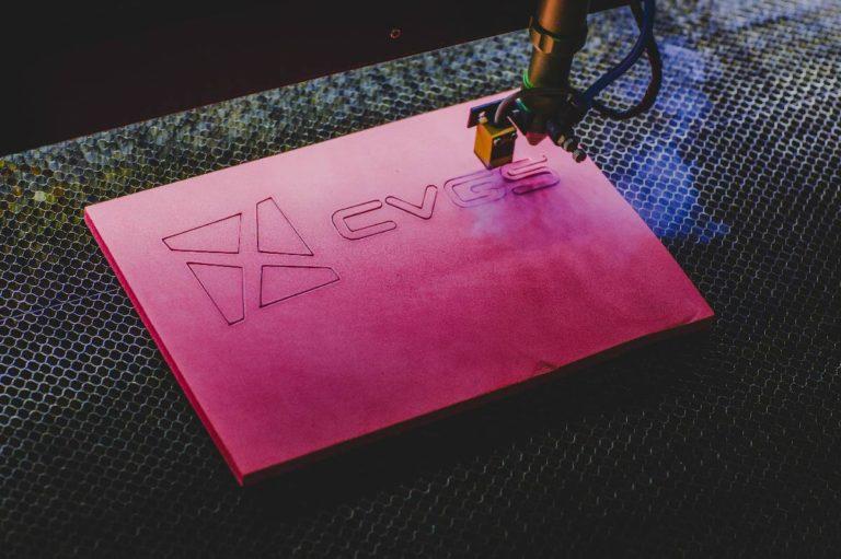 Konwerting CVGS wycinanie w materiale